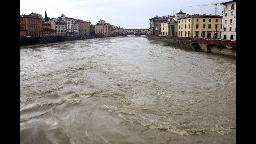 Maltempo, nubifragio su Firenze ma è allerta in tutta Italia