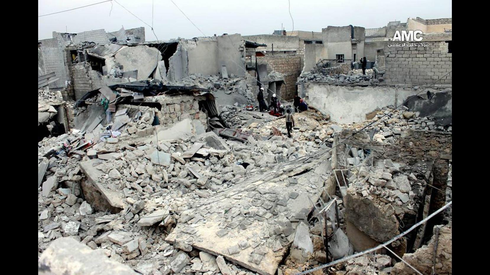 Siria, attivisti: Almeno 13 civili uccisi ad Aleppo da bombe regime
