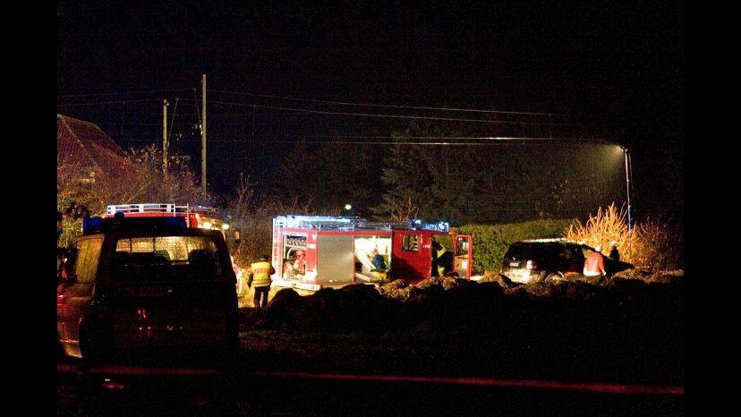Cosenza, treno travolge auto a passaggio a livello: 6 morti