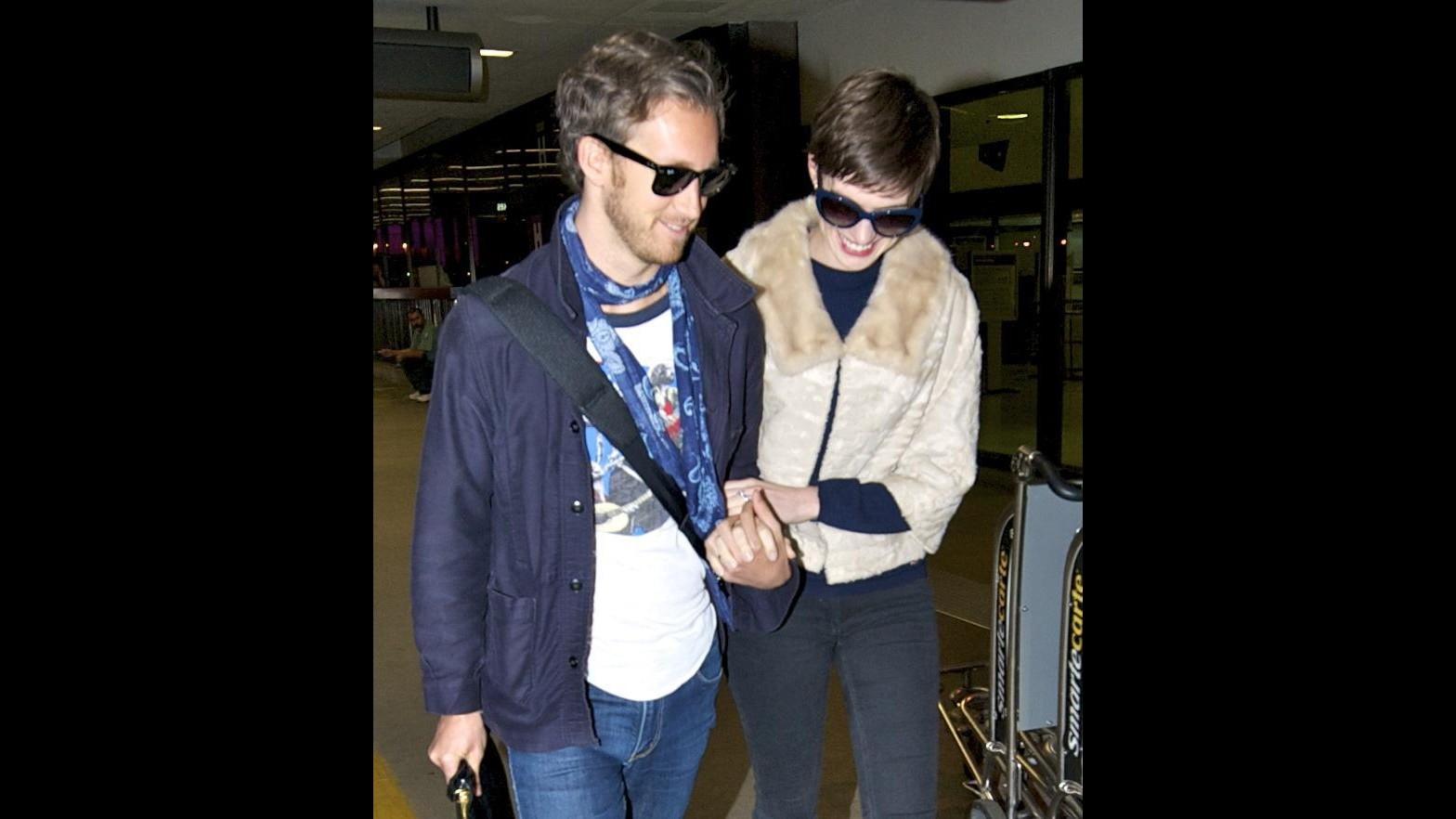 Anne Hathaway pronta a trasferirsi in California per avere figli