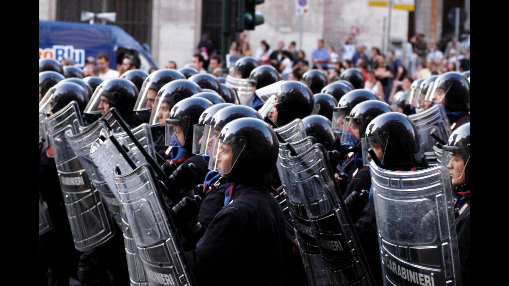 Milano, cameraman aggredito dopo tensioni a presidio anti Monti