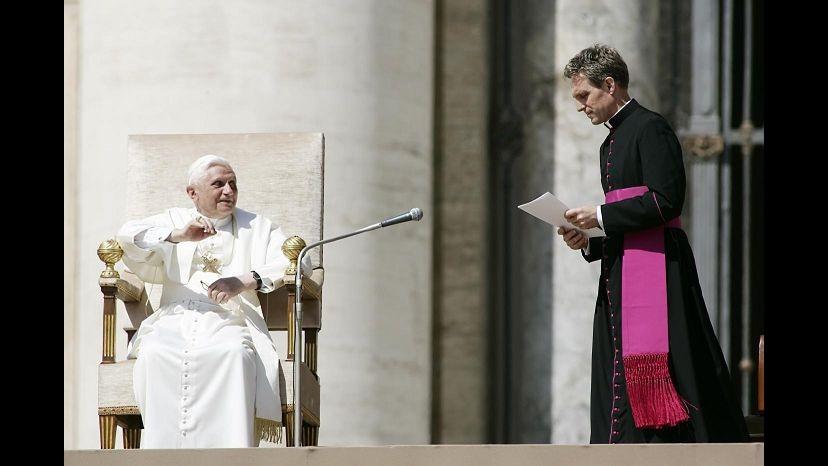 Padre Georg Gänswein: Dimissioni Ratzinger furono uno choc