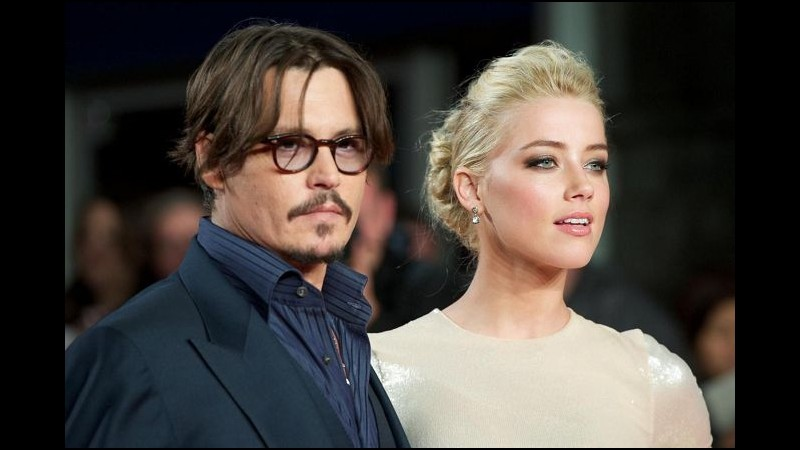 Johnny Depp dedica una spiaggia della sua isola privata a Amber Heard