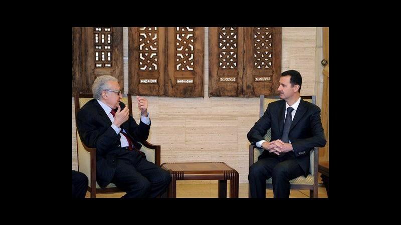 Siria, attivisti: A Homs usato gas tossico. Brahimi incontra Assad