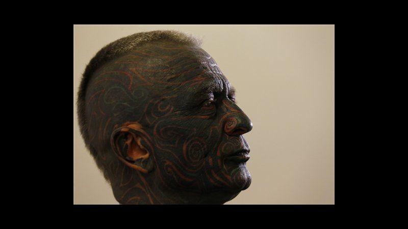 Repubblica Ceca, presidenziali: artista tatuato è terzo nei sondaggi