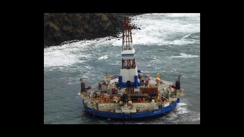 Usa, disincagliata la chiatta petrolifera di Shell arenata in Alaska
