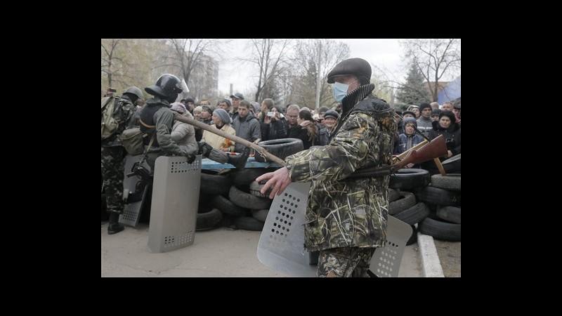 Ucraina, attacchi a sedi polizia e uffici nell'est. Sparatoria a Kramatorsk