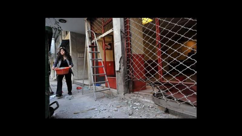 Grecia, bomba esplode in centro commerciale ad Atene: 2 feriti lievi