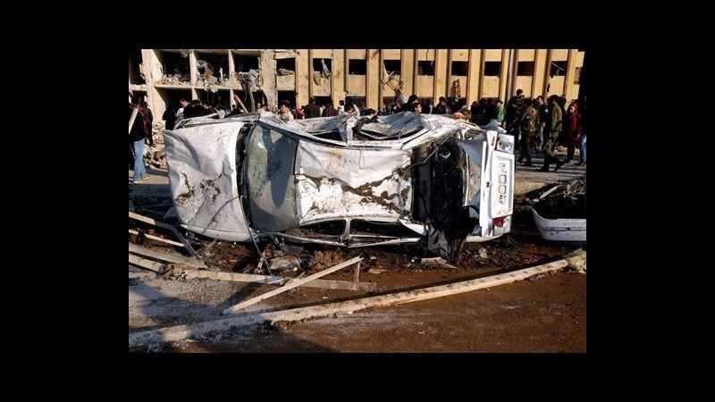 Siria, tre autobombe esplodono a Idlib: almeno 22 morti