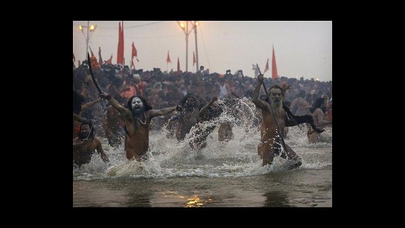 India, al via Kumbh Mela: 3 milioni si sono già immersi nel Gange