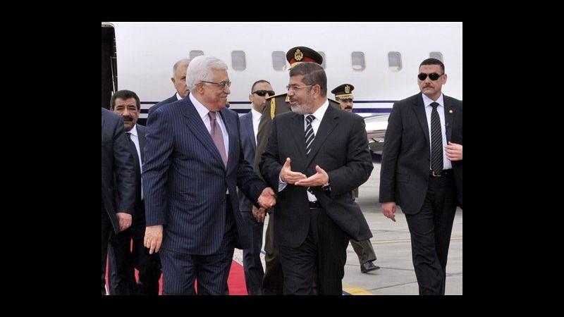 Egitto, gaffe del palestinese Abbas: Saluta Mubarak anziché Morsi
