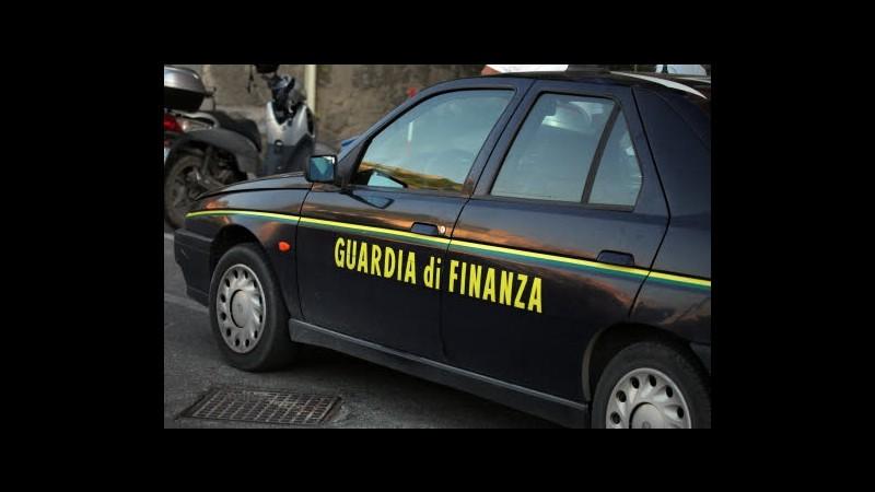 Roma, ricaricavano conti on line da carte clonate: 31 arresti