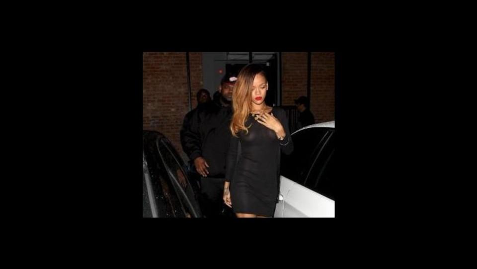 Rihanna In Vasca Da Bagno.Rihanna Nuda In Vasca Da Bagno Nel Nuovo Video Stay