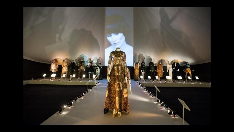 Mentre da noi si litiga su un museo della moda, il fashion italiano va in mostra a Londra