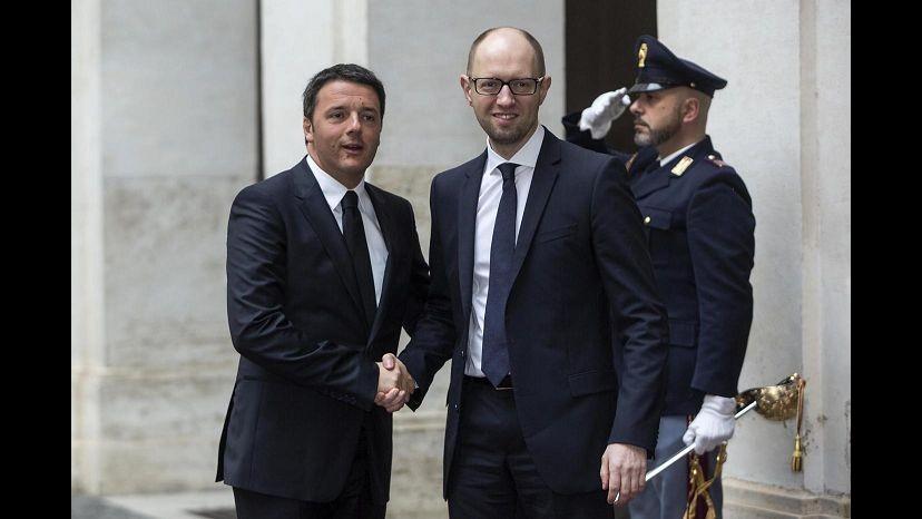 Ucraina, Renzi-Yatseniuk: Rispettare accordi di Ginevra. Ora il premier da Napolitano