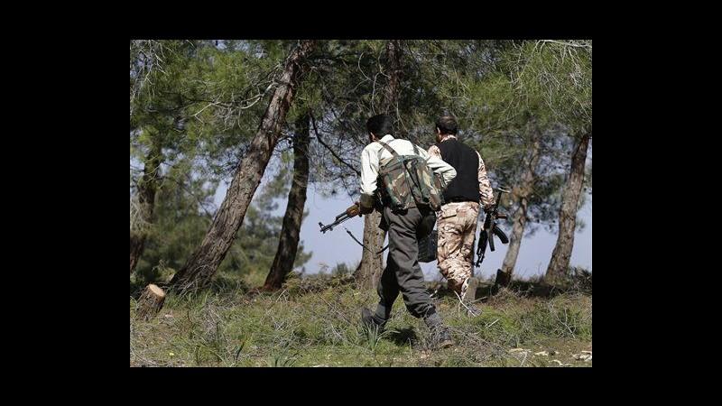 Siria, media di Stato: Almeno un morto in esplosione autobomba a Homs