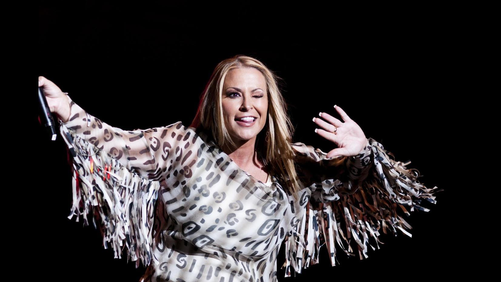 Anastacia torna a combattere il cancro al seno, tour cancellato