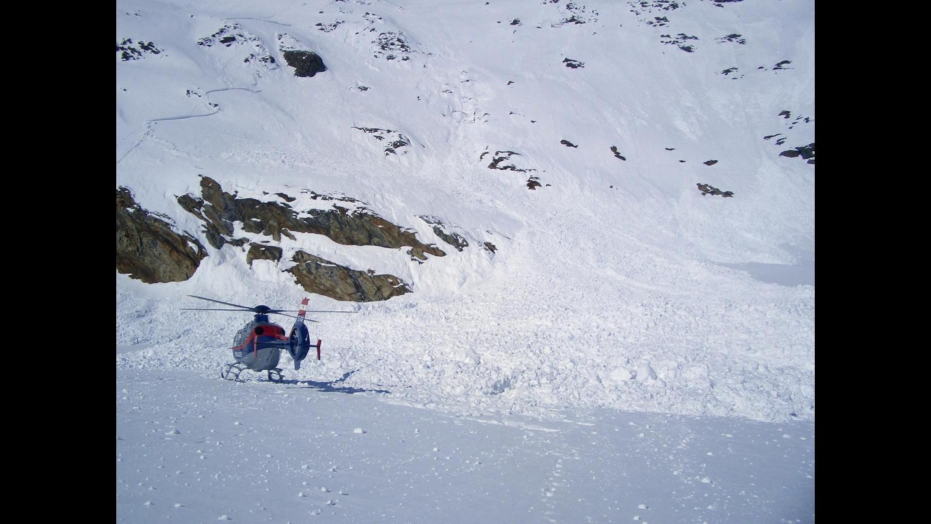 Morto sciatore 39enne travolto da slavina nell'aquilano
