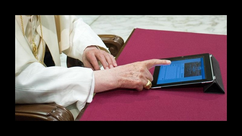 Dimissioni Papa, ultimo tweet di Benedetto XVI: Pregate per me