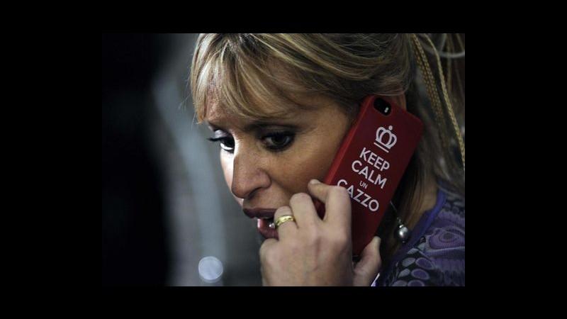 Mussolini al cellulare con la cover: 'Keep calm un c…'