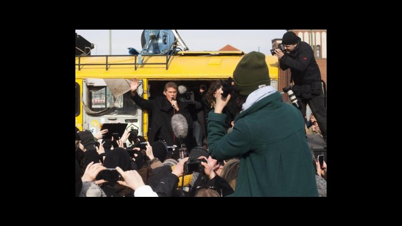 Germania, Hasselhoff manifesta con berlinesi contro abbattimento muro