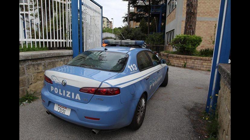 Pescara, aggredivano coetanei e comparivano su Facebook armati di pistole: sgominate 2 baby gang