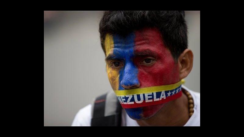 Venezuela, smantellati accampamenti dimostranti a Caracas: 243 arresti