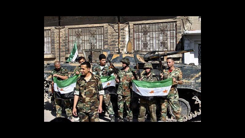 Siria, scontri in quartieri Damasco, ancora raid esercito su Homs