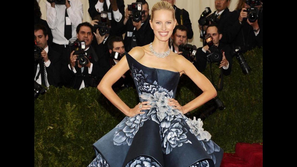 Parata di star in abiti old-style al Met: omaggio a stilista Charles James