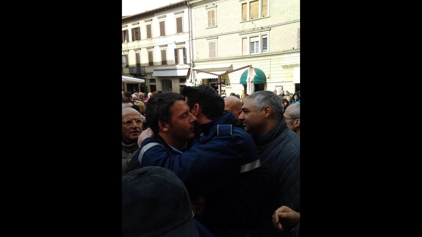 Maltempo Marche, Renzi a Senigallia: Governo interverrà