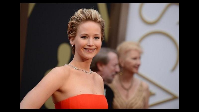 Jennifer Lawrence è la donna più sexy del pianeta per FHM magazine