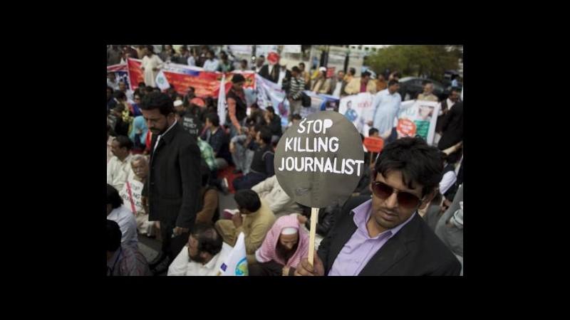 Pakistan, Amnesty: Giornalisti minacciati, indagare su servizi segreti