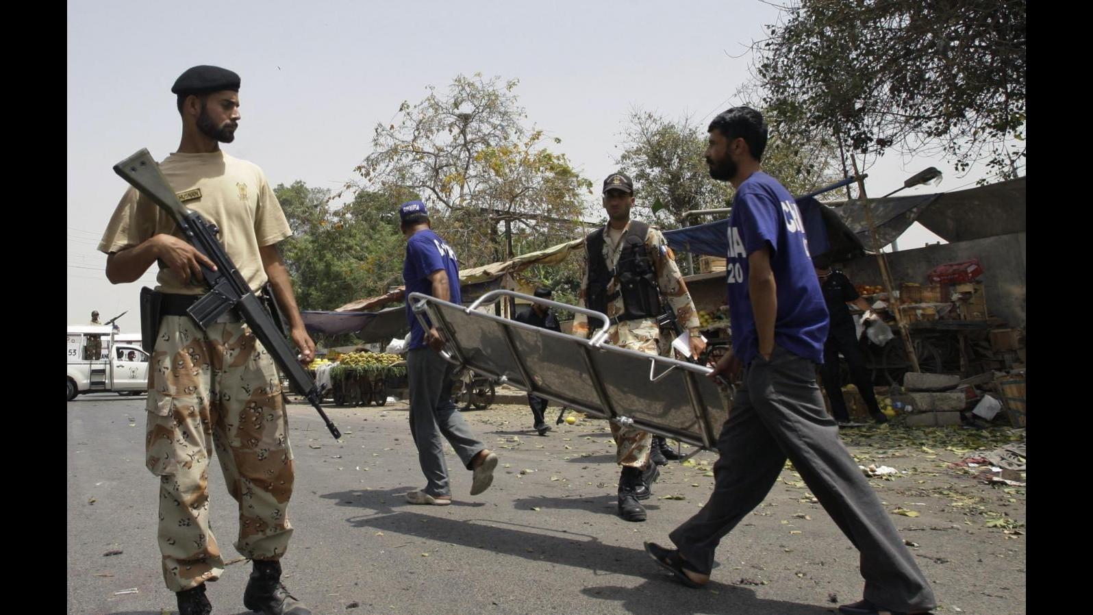 Pakistan, uomo armato attacca scuola: ucciso preside, feriti 6 bimbi