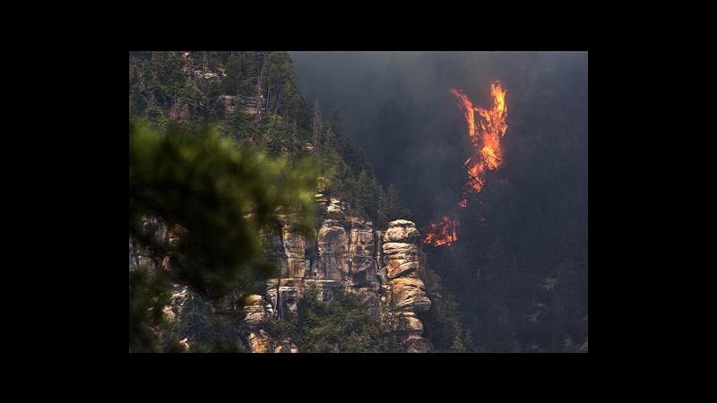 Usa, incendio divampa in canyon in Arizona: evacuati 100 edifici