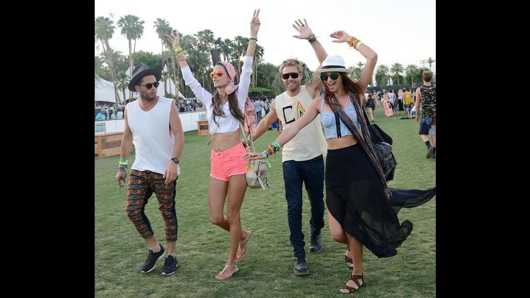 Alessandra Ambrosio reginetta hippy al Coachella festival