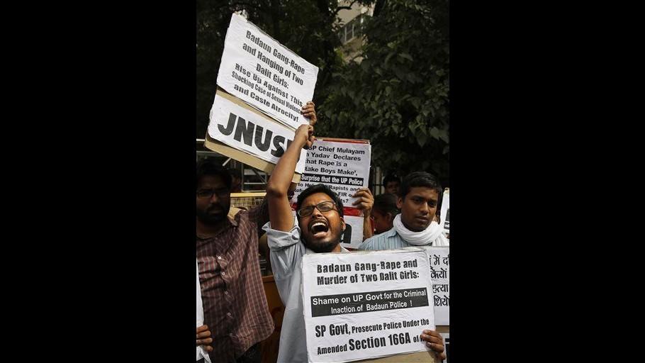 India, ragazzine stuprate: arresti salgono a 5, ancora 2 ricercati