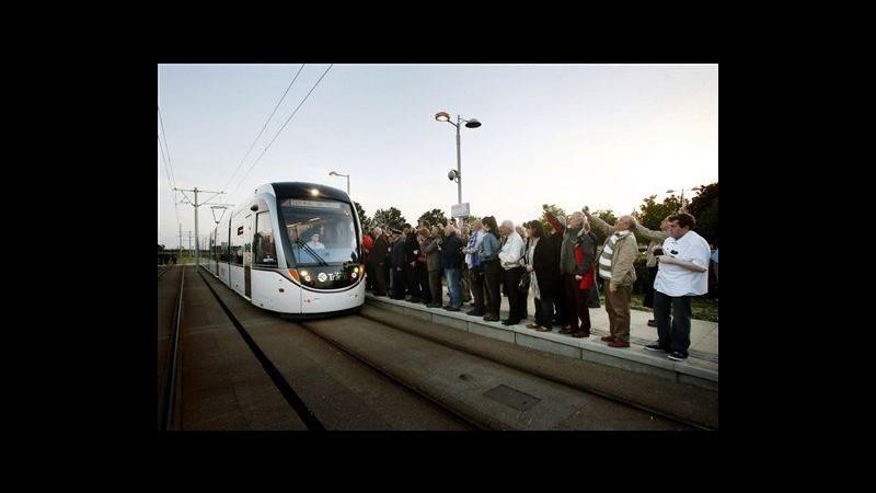 Regno Unito, a Edimburgo tornano tram dopo 60 anni, polemica su costi