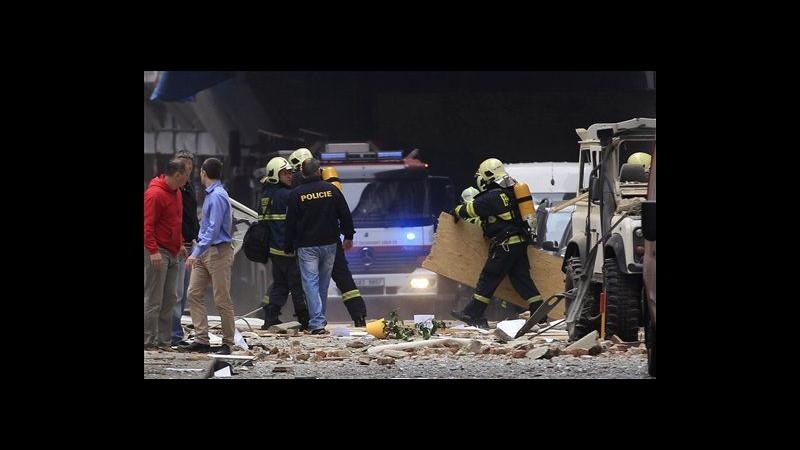 Forte esplosione nel centro di Praga: si temono 40 feriti