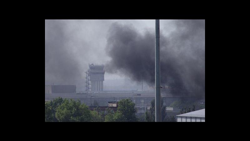 Ucraina, raid aerei dell'esercito su filorussi in aeroporto Donetsk