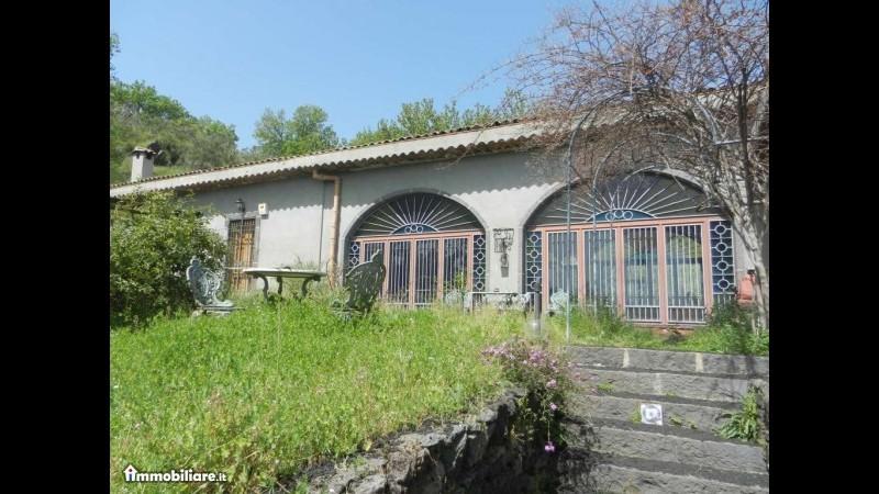 Lucio Dalla, in vendita villa sicilia dove cantautore produceva vino