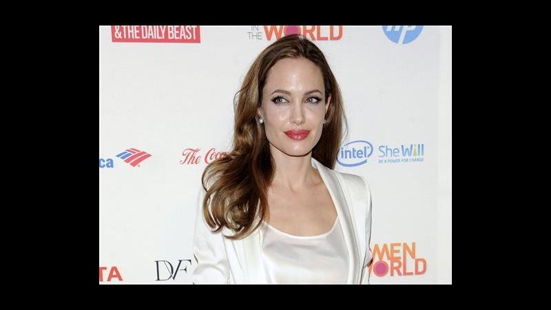 Angelina Jolie: Ho fatto doppia mastectomia per prevenire cancro a seno