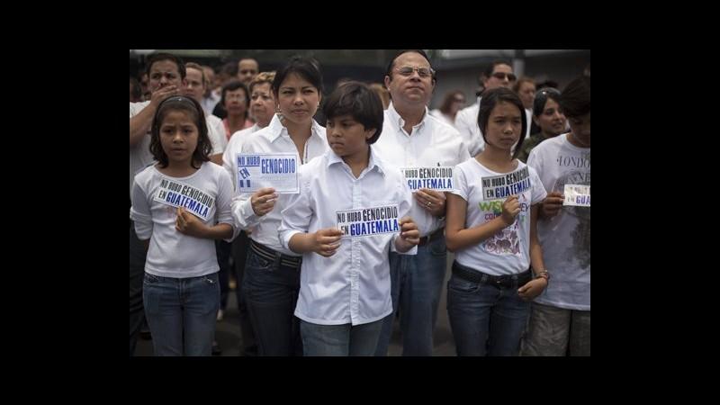 Guatemala, decine manifestano fuori da carcere per condanna Rios Montt