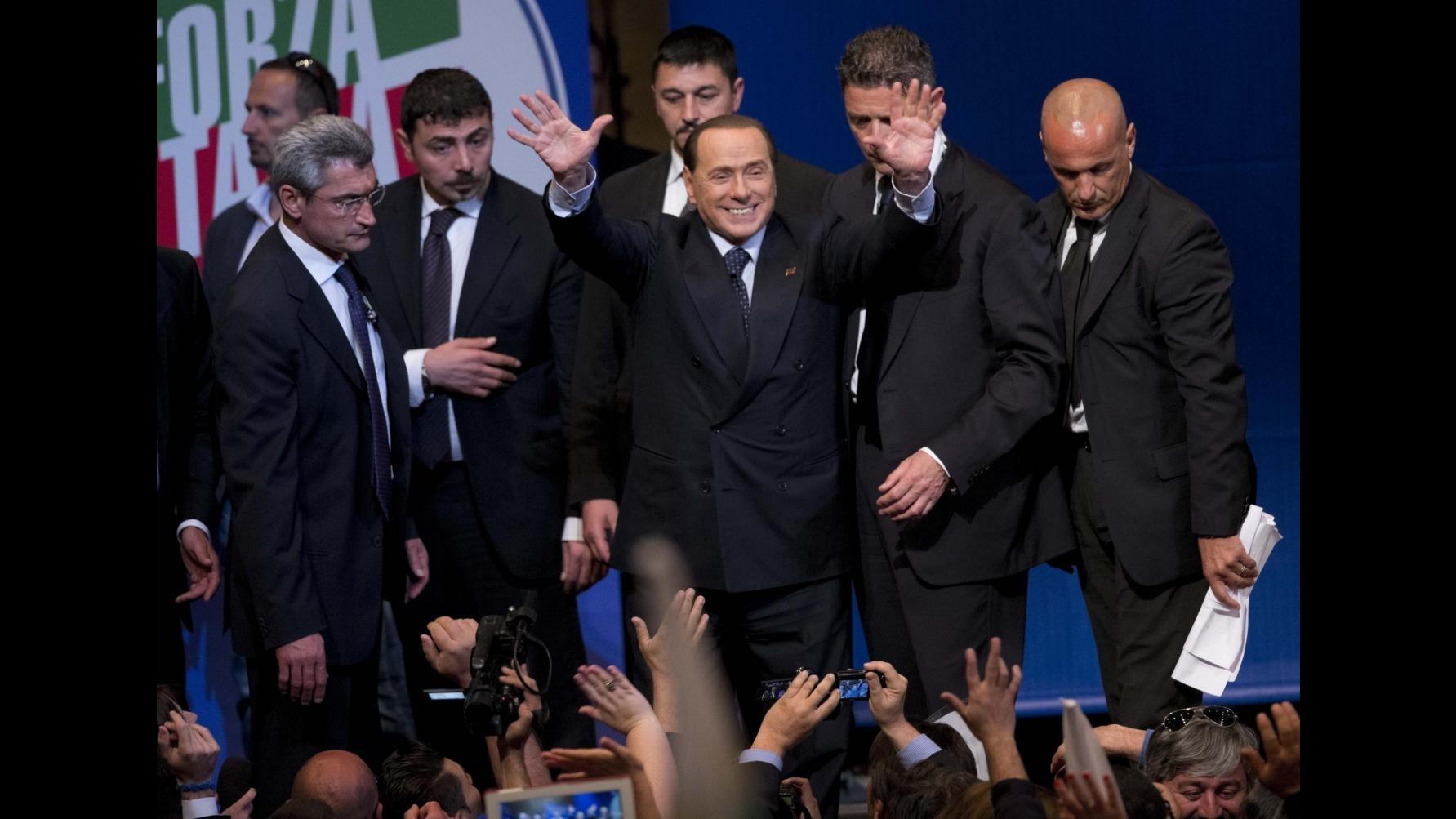 Forza Italia, la base a Berlusconi su twitter: Presidente ci ascolti, sì primarie