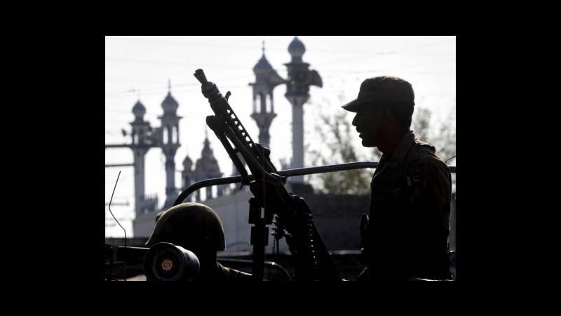 Pakistan, spari su aereo in atterraggio a Peshawar: un morto e 2 feriti