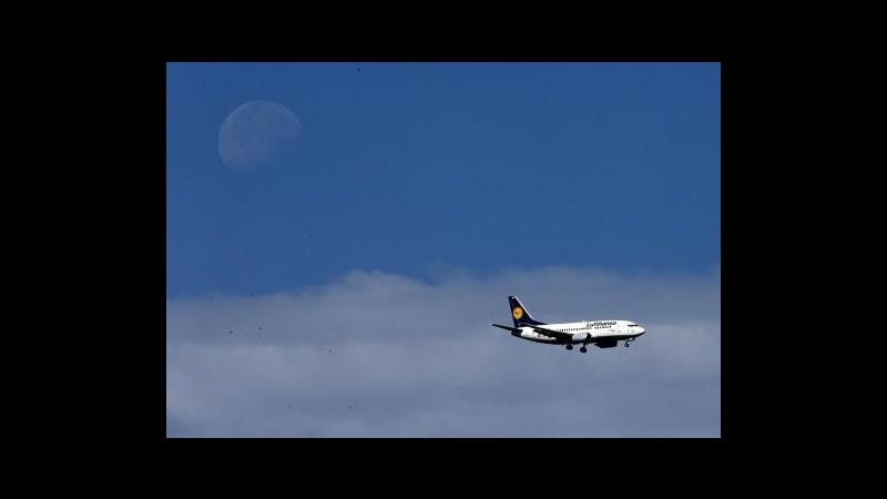 Finlandia, in fiamme motore aereo Lufthansa: atterraggio d'emergenza