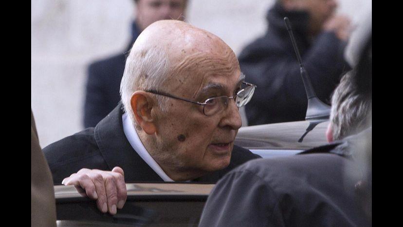 Costi politica, Napolitano taglia stipendi e personale