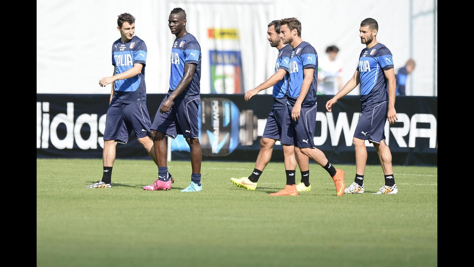 Mondiali 2014, Nazionale: Buffon e De Sciglio in gruppo, bimbi brasiliani ad allenamento