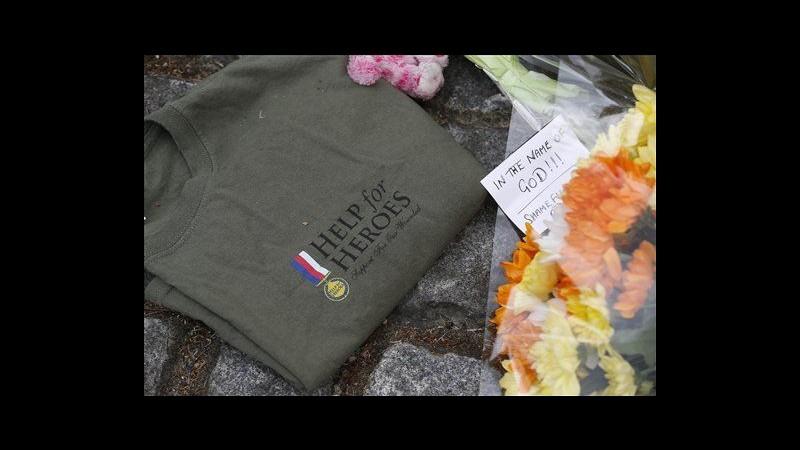 Donna eroina sfida aggressori Londra: Siete soli contro tanti