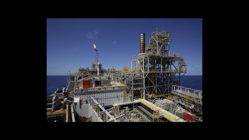 Petrolio cala in Asia vicino a 96 dollari, attesa su annunci Fed