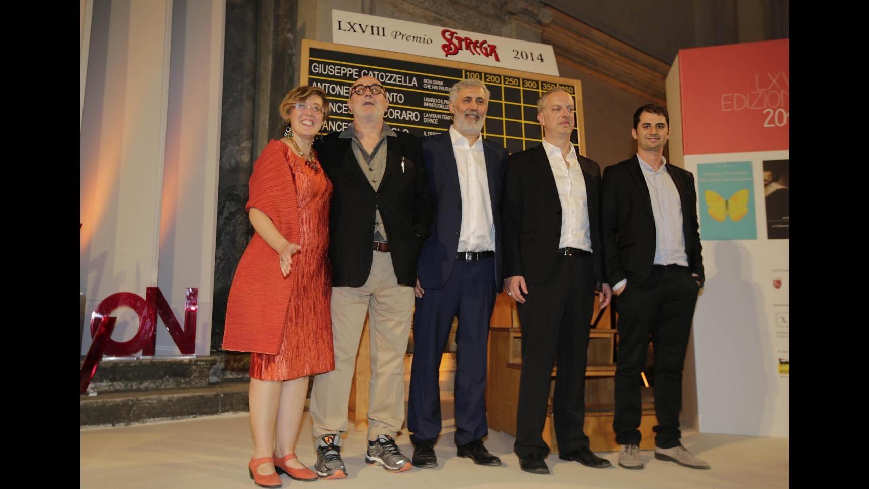 Premio Strega, i 5 finalisti: Scurati e Piccolo i favoriti